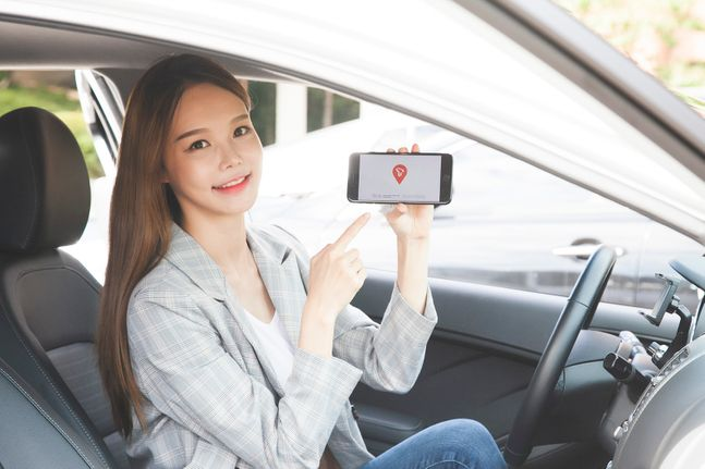 SK텔레콤 모델이 모바일 내비게이션 'T맵'을 소개하고 있다.ⓒSK텔레콤