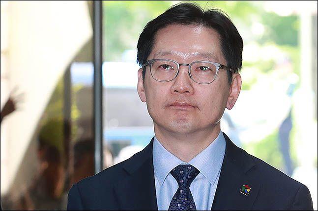 2019년 5월 23일 오후 드루킹 일당과 공모해 댓글 조작을 벌인 혐의를 받고 있는 김경수 경남도지사가 서울 서초구 서울고등법원에서 열린 항소심 5차 공판에 출석하고 있다. ⓒ데일리안 류영주 기자