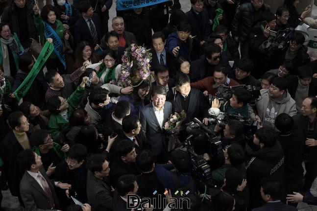 안철수 바른미래당 전 대표가 19일 오후 인천국제공항 제1터미널을 통해 1년 4개월여 만에 귀국하고 있다. ⓒ데일리안 류영주 기자