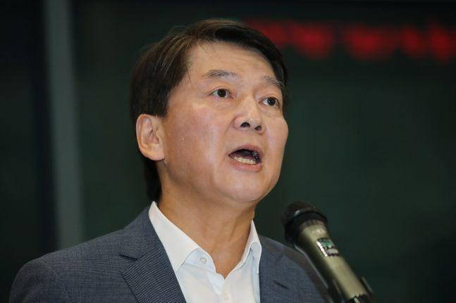 안철수 바른미래당 전 대표가 19일 오후 인천국제공항 제1터미널을 통해 1년 4개월여 만에 귀국해 입장을 밝히고 있다.ⓒ데일리안 류영주 기자
