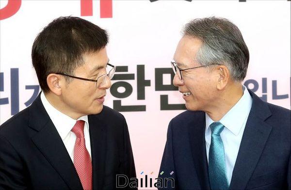 황교안 자유한국당 대표가 17일 오전 국회에서 김형오 공천관리위원장과 만나고 있다.ⓒ데일리안 박항구 기자