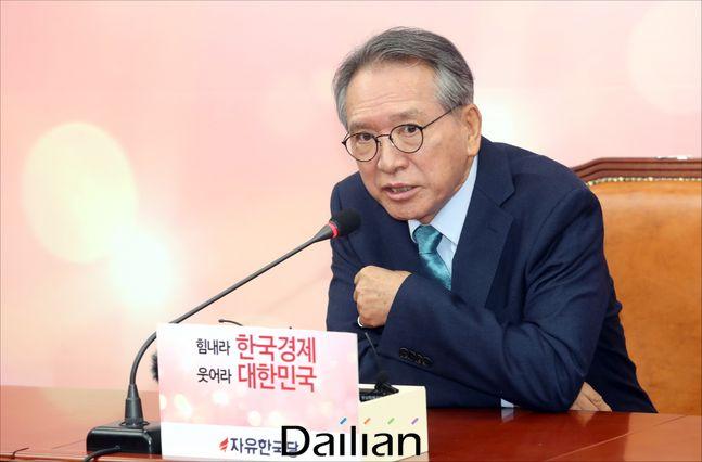 김형오 자유한국당 공천관리위원장이 지난 17일 오전 국회에서 황교안 대표를 만난 뒤 기자간담회를 하고 있다. ⓒ데일리안 박항구 기자