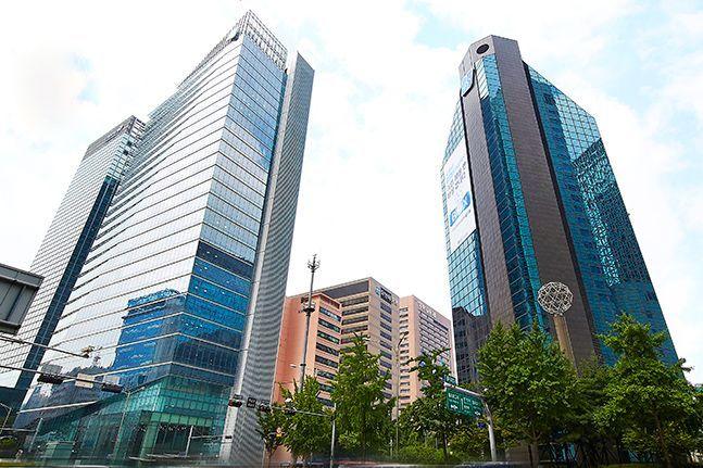 IBK기업은행이 혁신 기업과 소상공인 대상 금융지원 확대를 위해 혁신성장 및 소상공인 특별지원 프로그램을 시행한다.ⓒIBK기업은행