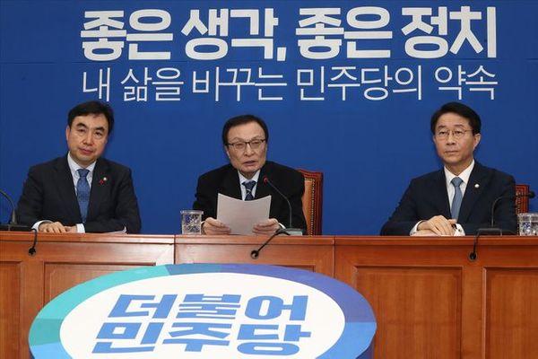 더불어민주당 이해찬 대표가 15일 오전 서울 여의도 국회에서 열린 더불어민주당 총선 1호 공약