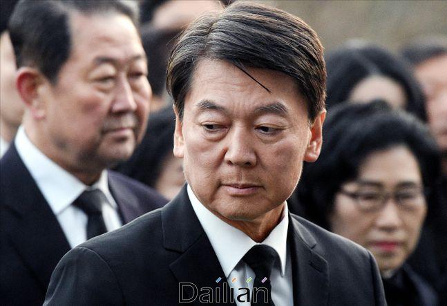 안철수 바른미래당 전 대표가 20일 오전 서울 동작구 국립서울현충원을 찾아 참배하고 있다.ⓒ데일리안 박항구 기자
