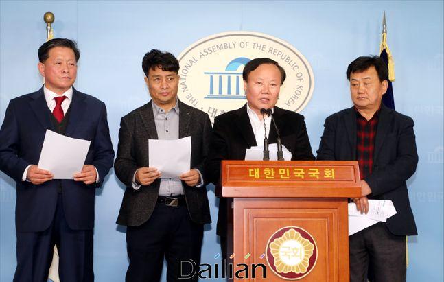 김재원 자유한국당 정책위의장이 20일 오후 국회 정론관에서 총선 소상공인 공약을 발표하고 있다. ⓒ데일리안 박항구 기자
