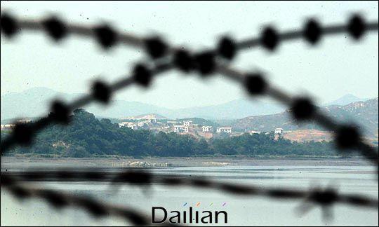 철책 너머로 보이는 북한 땅(자료사진). ⓒ데일리안 박항구 기자