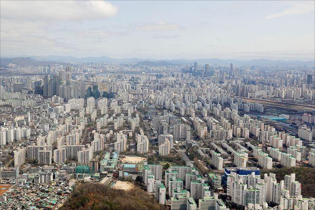 서울 아파트 전세거래량은 예년에 비해 턱없이 줄어든 상황이다. 사진은 서울 전경(자료사진) ⓒ데일리안 홍금표 기자