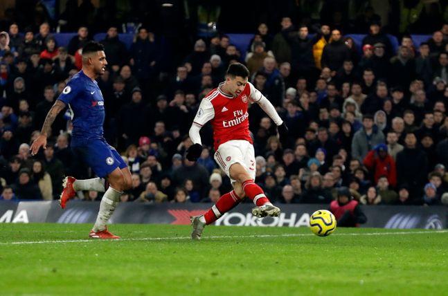 가브리엘 마르티넬리가 22일(한국시각) 영국 런던 스탬포드 브릿지에서 열린 '2019-20 잉글리시 프리미어리그' 24라운드 첼시와의 원정 경기서 동점골을 넣고 있다. ⓒ 뉴시스