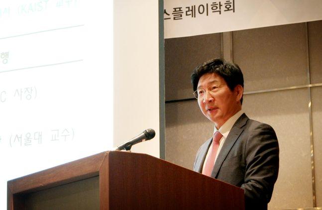 이동훈 한국정보디스플레이학회장이 21일 서울 강남구 역삼동 한국과학기술회관에서 열린 '2020년 신년하례식'에서 인사말을 하고 있다.Ⓒ한국정보디스플레이학회