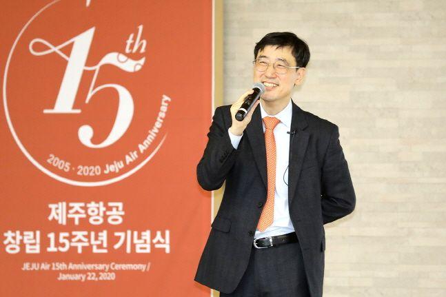 이석주 제주항공 사장이 22일 오전 서울 강서구 한국공항공사 스카이홀에서 개최된 창립 15주년 기념식에서 2020년도 사업전략의 3대 과제를 발표하고 있다.ⓒ제주항공
