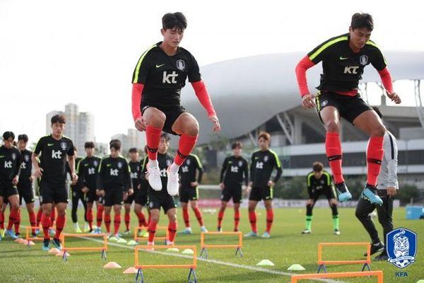 3경기 연속 실점을 허용하고 있는 김학범호 수비진. ⓒ 대한축구협회