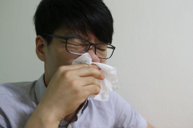 알레르기를 방치하면 아이들의 경우 천식이 동반될 수 있고, 축농증이라고 불리는 부비동염이 생기거나 중이염, 인후염 등 다른 합병증이 생길 수 있어 적절한 치료가 필요하다.(자료사진) ⓒ고러대 안암병원