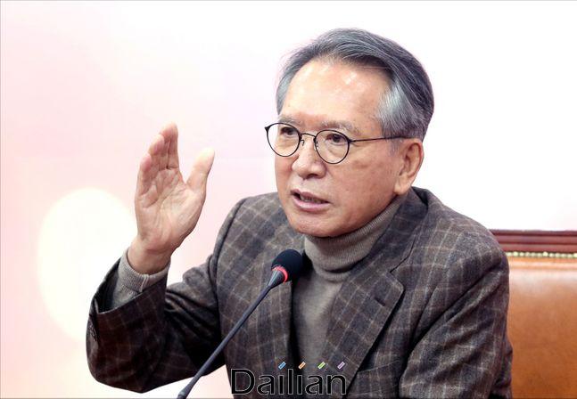 김형오 자유한국당 공천관리위원장이 22일 오후 국회에서 공천관리위원 명단을 발표하고 있다. ⓒ데일리안 박항구 기자