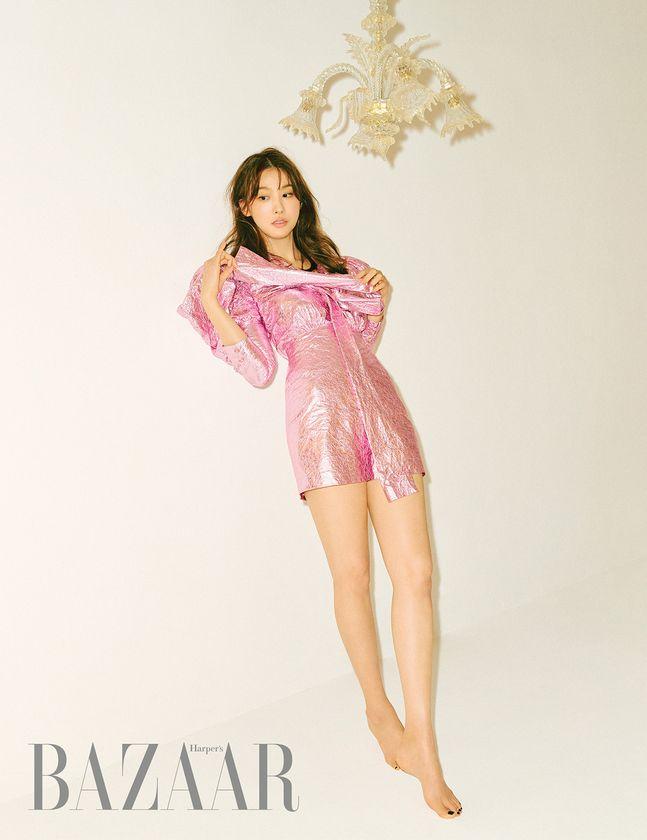 배우 유인영이 화보를 통해 근황을 전했다. © 하퍼스 바자