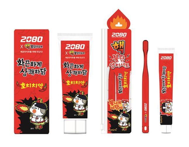 애경산업의 토탈 오럴케어 브랜드 '2080'에서 삼양식품의 불닭볶음면과 협업을 통해 화끈하고 시원한 맛으로 개운하게 양치할 수 있는 '2080 호치치약'을 출시한다. ⓒ애경산업