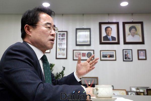 최경환 대안신당 대표가 24일 국회 의원회관에서 본지와 인터뷰를 진행하고 있다. ⓒ데일리안 박항구 기자