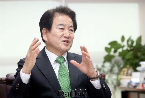 정동영 민주평화당 대표가 설 연휴 전 의원회관에서 본지와 인터뷰를 진행하고 있다. ⓒ데일리안 박항구 기자