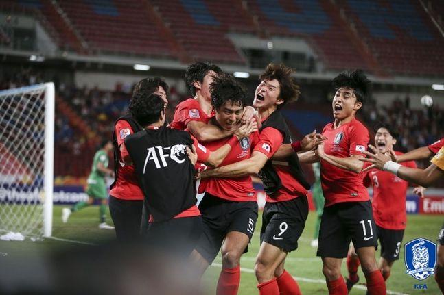 정태욱(대구)이 26일 오후 9시 30분(한국시각) 태국 방콕의 라자망갈라 스타디움에서 열린 사우디아라비아와 아시아축구연맹(AFC) 23세 이하(U-23) 챔피언십 결승전서 연장 후반 8분에 득점에 성공한 뒤 기뻐하고 있다. ⓒ 대한축구협회