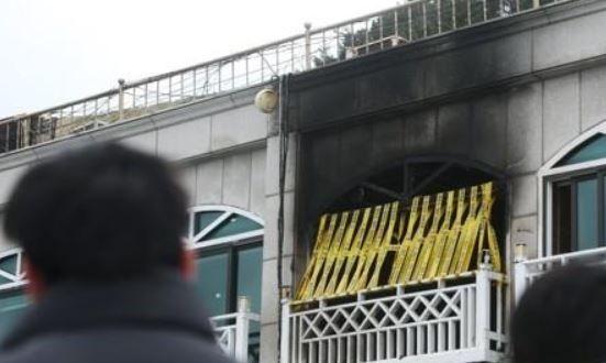 설날 일가족 5명 사망 등 9명의 사상자를 낸 강원 동해시 토바펜션 가스 폭발 사고와 관련 동해시가 불법 건축물의 영업행위 단속을 강화하겠다는 입장을 밝혔다. 사진은 사고 현장 모습. ⓒ연합뉴스