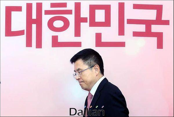 황교안 자유한국당 대표가 9일 오전 국회에서 열린 최고위원회의에 참석하고 있다.ⓒ데일리안 박항구 기자