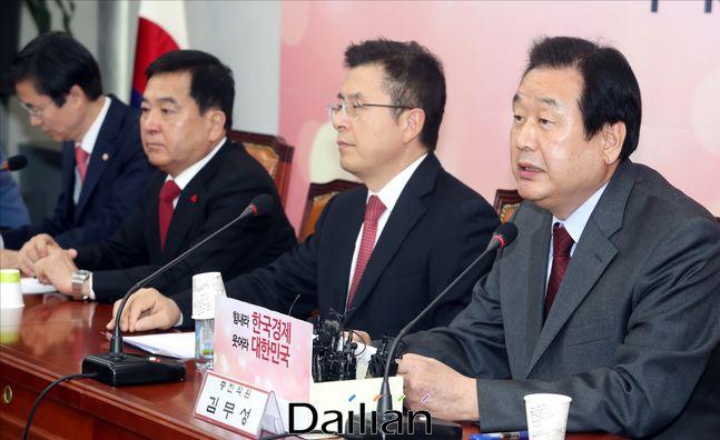 김무성 자유한국당 의원이 29일 오전 국회에서 열린 당대표 및 최고위원·중진의원 연석회의에서 발언을 하고 있다.ⓒ데일리안 박항구 기자