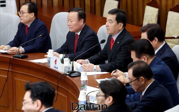 31일 오전 국회에서 열린 자유한국당 원내대책회의 ⓒ데일리안 박항구 기자