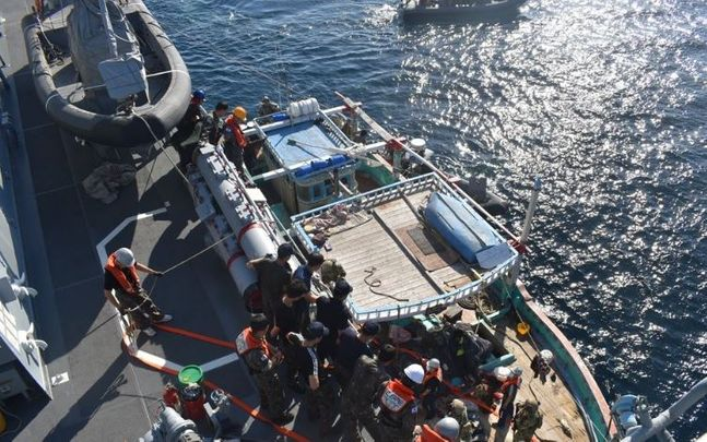 청해부대(31진 왕건함)가 1일(한국시간) 오만 무스카트항 동남방 240NM(445km), 두쿰항 동방 80NM(148km) 해상에서 표류 중이던 이란 국적의 선박