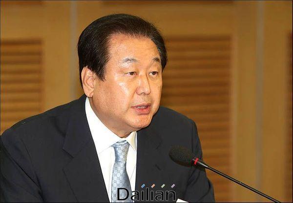 김무성 자유한국당 의원이 지난해 11월 12일 오전 의원회관에서 열린