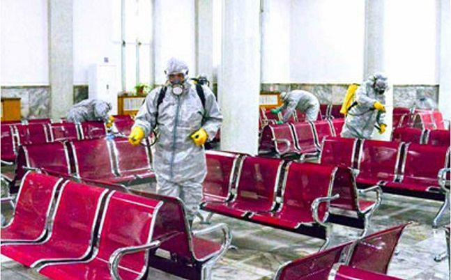 북한 노동신문은 5일 신종 코로나 바이러스 감염증(우한 폐렴)을 대비하기 위한 사업을 강도 높게 전개해나가고 있다고 보도했다. 사진은 평양역에서 방역 관계자들이 방역하는 모습.ⓒ뉴스시(노동신문 캡처)