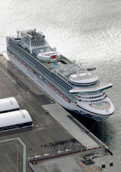 일본 요코하마 항구에 정박해 있는 유람선