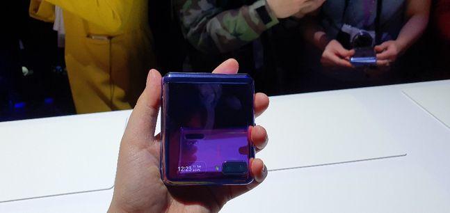 삼성전자 폴더블 스마트폰 '갤럭시Z 플립'이 접힌 모습.ⓒ데일리안 김은경 기자