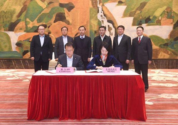 신종코로나 바이러스(COVID-19) 감염 사태로 국내 제약·바이오 기업들의 고민이 깊어지고 있다. 사진은 셀트리온과 중국 우한시 관계자가 공장 설립을 위한 업무협약을 맺는 모습. ⓒ셀트리온