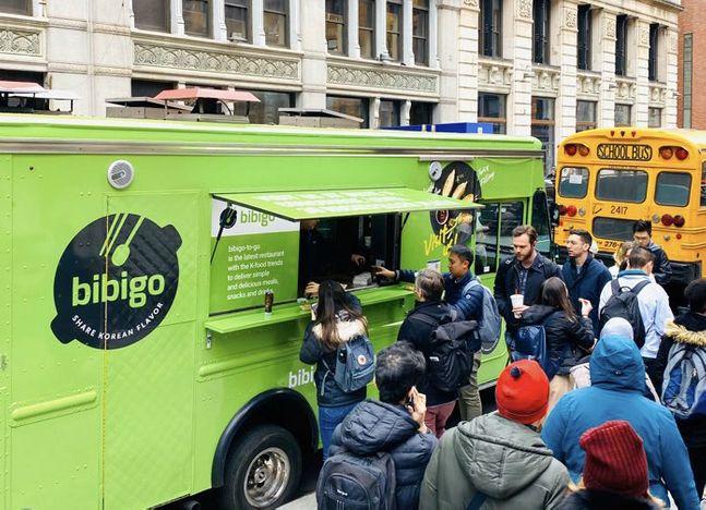 CJ제일제당이 지난 5일(현지시간 기준) 미국 뉴욕 맨해튼에 위치한 뉴욕대 앞에서 비비고 푸드트럭을 운영했다.ⓒCJ제일제당