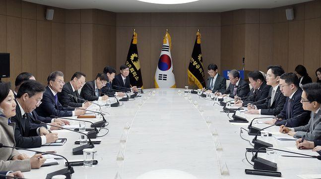 이재용 삼성전자 부회장, 최태원 SK 회장 등 6대 그룹 총수들이 13일 대한상공회의소에서 열린