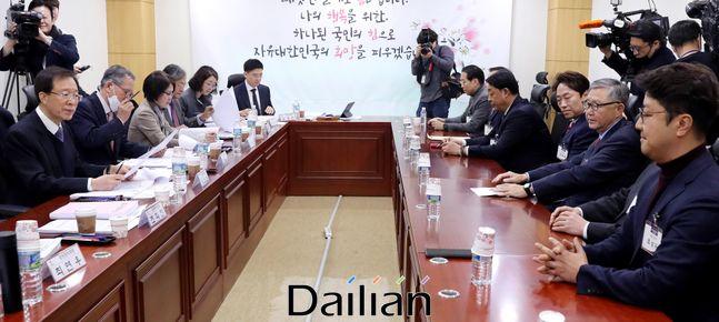 지난 12일 국회 의원회관에서 자유한국당 총선 공천 신청자 면접이 진행되고 있다.ⓒ데일리안 박항구 기자