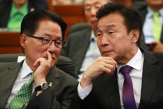 2017년 5월 박지원 대안신당 의원(왼쪽)과 손학규 바른미래당 대표(오른쪽).ⓒ데일리안 홍금표 기자