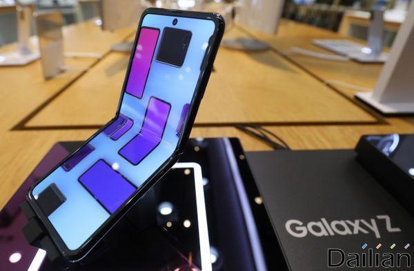 삼성전자의 폴더블 스마트폰 '갤럭시Z 플립'ⓒ데일리안 류영주 기자