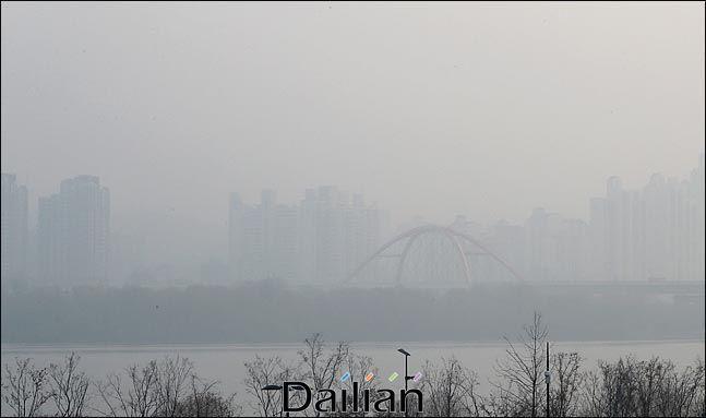 서울시 내 미세먼지(PM-10)가 오전 10시에서 11시 사이 가장 심하다는 분석이 나왔다.ⓒ데일리안