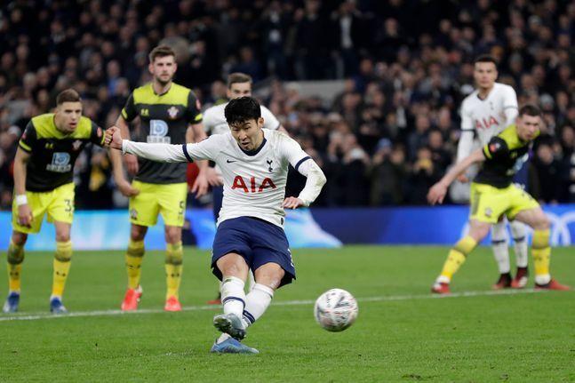 사우샘프턴전서 선발 출전한 손흥민은 후반 42분 페널티킥으로 결승골을 터뜨리며 팀의 3-2 승리를 이끈 바 있다. ⓒ 뉴시스