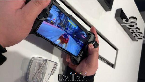 지난 12일(현지시간) 미미국 캘리포니아주 팔로알토 스탠퍼드 쇼핑센터에 있는 '삼성 익스피리언스 스토어'에 마련된 5G 게임 체험존의 모습.ⓒ데일리안 김은경 기자