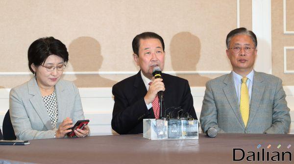 박주선 바른미래당 통합추진위원장이 11일 오전 서울 여의도 국회에서 열린 바른미래당·대안신당·민주평화당 3당통합추진회의 1차회의에 참석해 모두발언을 하고 있다. ⓒ데일리안 류영주 기자