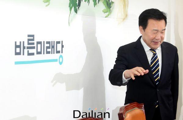 손학규 바른미래당 대표가 17일 오전 국회에서 열린 최고위원회의에 참석하고 있다. ⓒ데일리안 박항구 기자