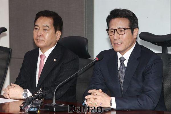 정병국 새로운보수당 의원이 지난 14일 오후 의원회관에서 열린 통합신당인 미래통합당 합당을 위한 수임기관 합동회의에서 발언을 하고 있다. ⓒ데일리안 홍금표 기자