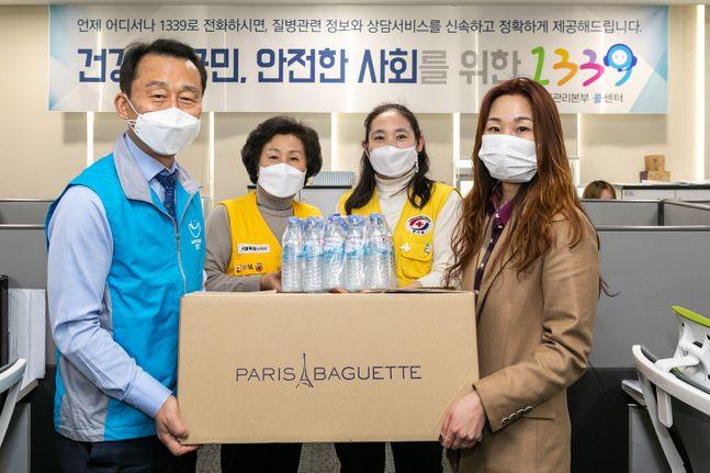 (왼쪽 첫 번째) SPC그룹 김범호 부사장, (오른쪽 첫 번째) 질병관리본부 1339 콜센터 박혜미 센터장.ⓒSPC그룹