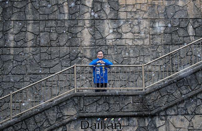 다가오는 4.15 총선에서 서울 종로 출마를 예정하고 있는 이낙연 전 국무총리가 17일 오전 서울 종로구 부암동에서 영화