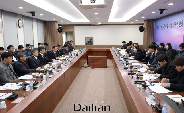 한국해양교통안전공단이 세종 본사에서 어선안전체계 구축 및 연구를 위한 전문가 기술자문위원회를 진행하고 있다. ⓒ한국해양교통안전공단