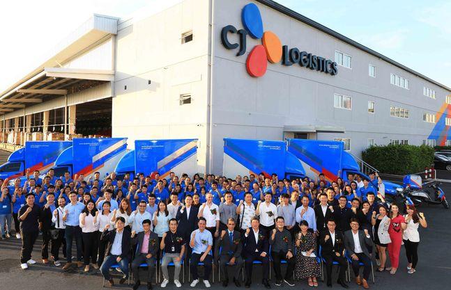 CJ대한통운은 지난해 10월 태국 방나(Bangna) 지역에 한국의 최첨단 택배 분류장치를 도입한 중앙물류센터를 오픈했다.ⓒCJ대한통운
