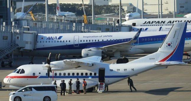 18일 오후 일본 도쿄도(東京都) 소재 하네다(羽田)공항에 한국 정부 전용기가 착륙해 대기하고 있다.ⓒ연합뉴스