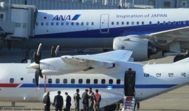 18일 오후 일본 도쿄 하네다공항에 한국 정부가 급파한 전용기가 착륙해 있다.ⓒ연합뉴스